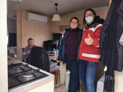 Ivana und Miroslav Josipovic wohnen in einem kleinen Camp-Häusschen, es ist nicht isoliert, kalt und eng.